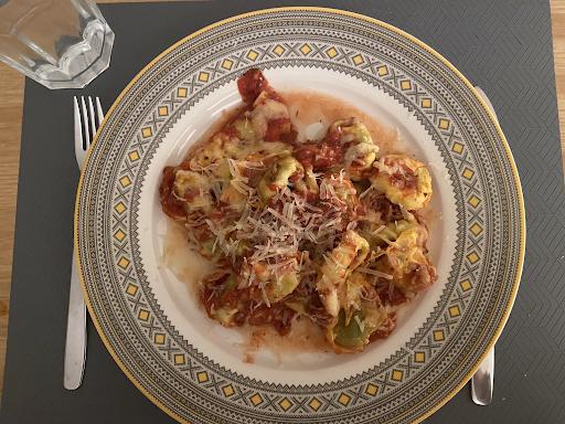 Sütőben sült spenótos ricottás tortellini paradicsomszószban